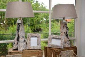Bij Wad Anders vindt u prachtige lampen gemaakt van driftwood en van schelpen.